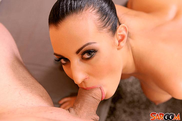 Geile Pornoschlampe bei Hardcore Deepthroat auf versautem Porno Foto